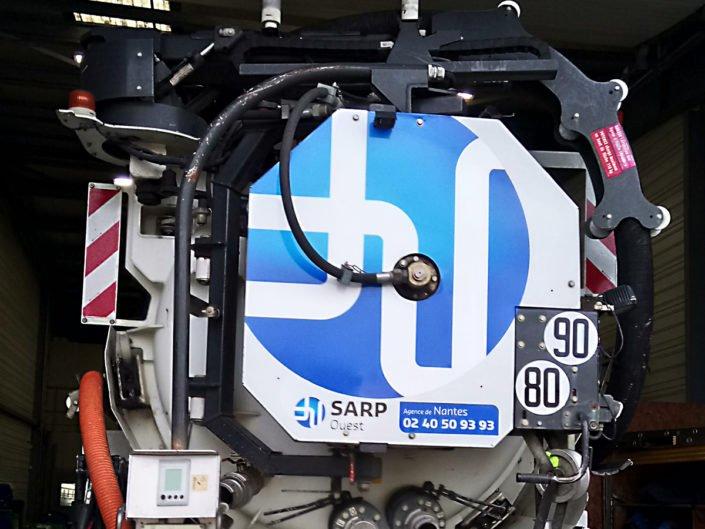Marquage du camion de l'entreprise SARP Ouest