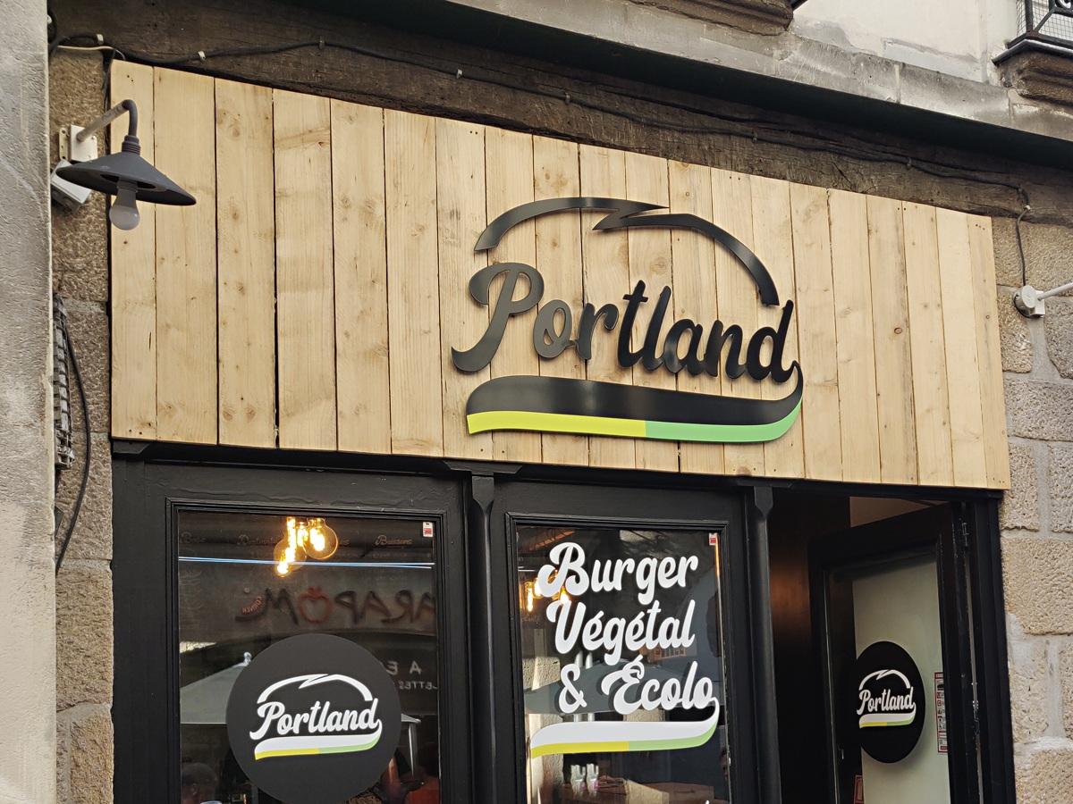 Enseigne en bois Portland